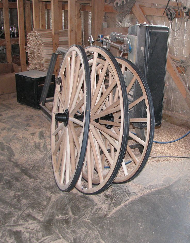 17 best images about rustic things for the yard on for Things to do with old wagon wheels