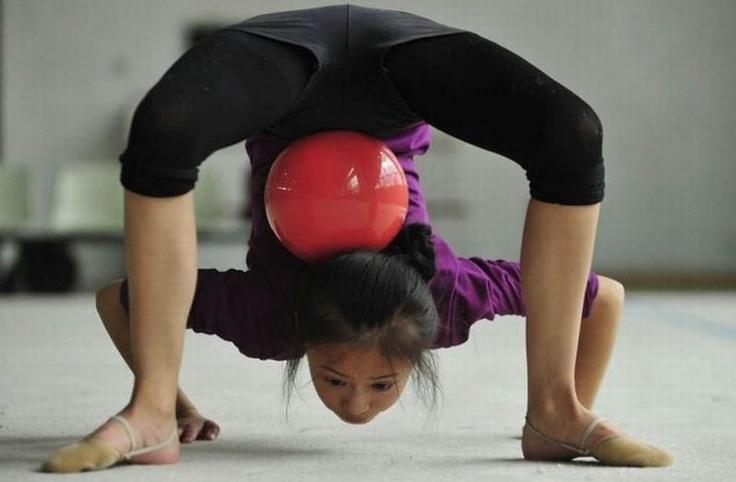 Quien dijo que la gimnasia artistica era facil? Se necesita muchas horas de entrenamiento, mucho coraje, pero sobretodo mucho animo
