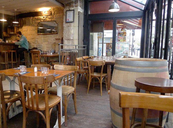 Restaurant Martin à Paris -      Envie : BISTROT, CAFÉ, CUISINE DU MARCHÉ     Les plus : Ouvert le lundi, Kid friendly, Antidépresseur, Faim de nuit, Terrasse     Prix : De 16 à 35 €     Horaires : De 7h (16h samedi) à 2h (15h lundi) ; service de midi à 15h et de 19h à minuit. Fermé dimanche.