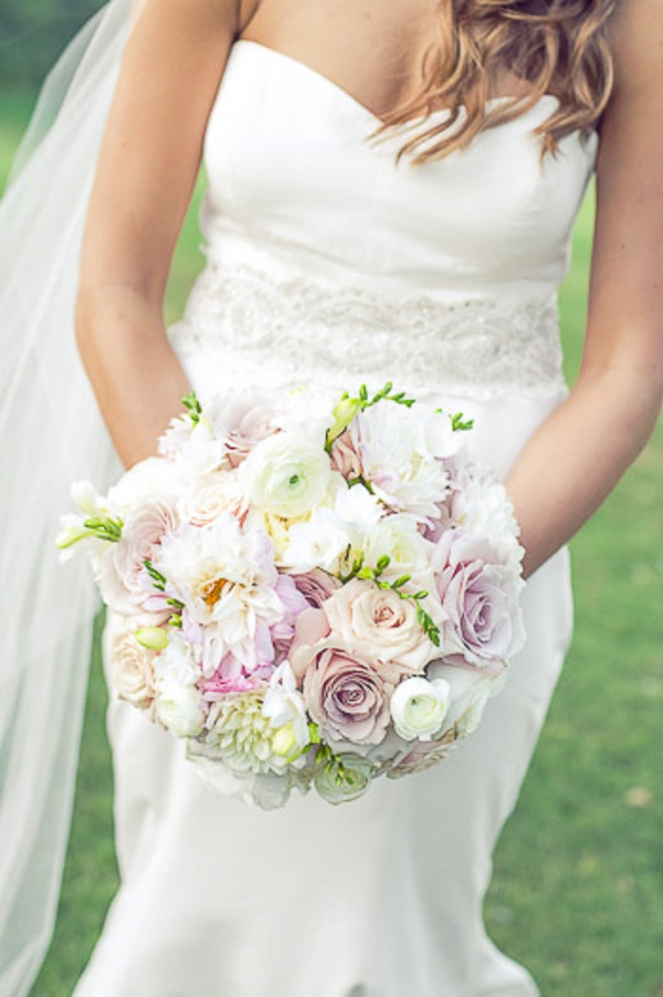 Pastel-colored bouquet / Photo by Shauna Autry