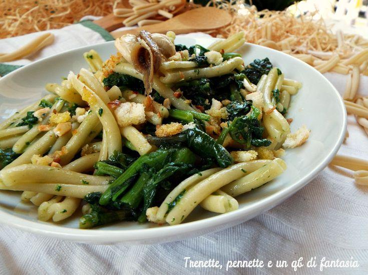 Casarecci con ramoracce, pane e anacardi tostati.... conoscete le ramoracce sono delle erbe selvatiche conosciute gia dagli egizi e usate dai romani