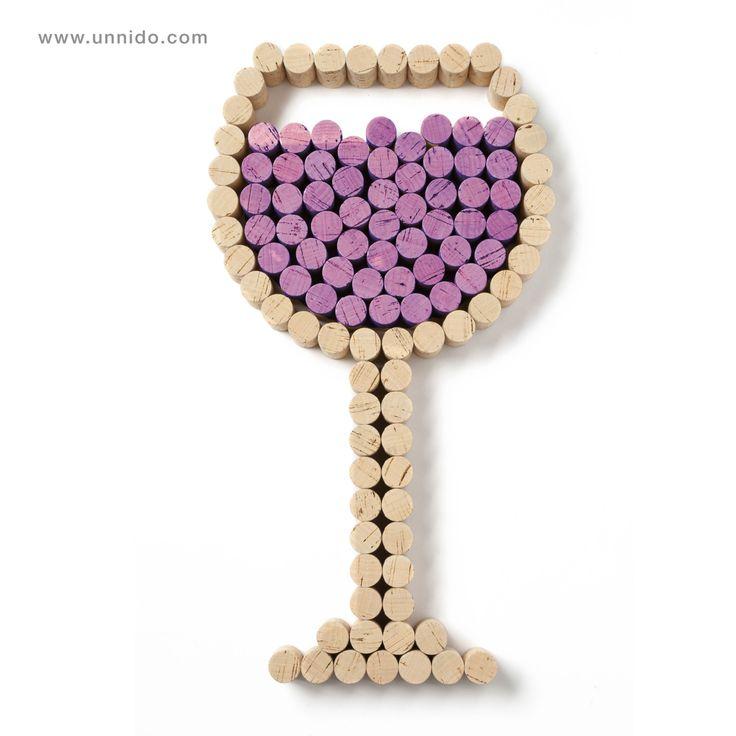 #Copa decorativa con #vino. Pieza elaborada de forma artesanal por personas con…