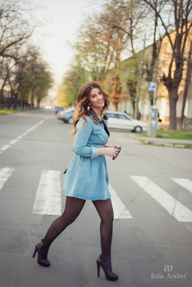rochia din denim blugi albastra guler din piele cu tinte iulia andrei fashion blog
