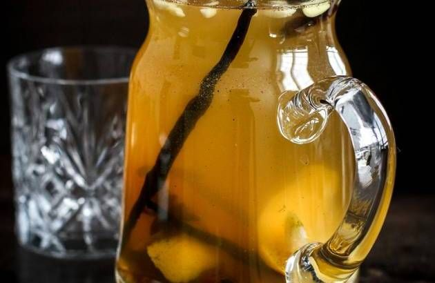 Hvid. Brug hyldeblomst, vanilje og citrus til din hvide gløgg. - Foto: Nadia Mathiasen