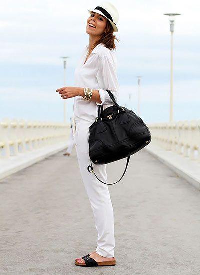 【白シャツ×白パンツ】夏のオールホワイトコーデ(レディース)海外スナップ | MILANDA