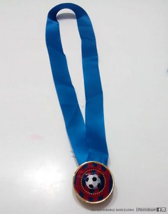 Medalla para los ganadores realizada con una moneda de chocolate, impresión personalizada de la medalla y cinta. Festishop_cumple_barcelona_4