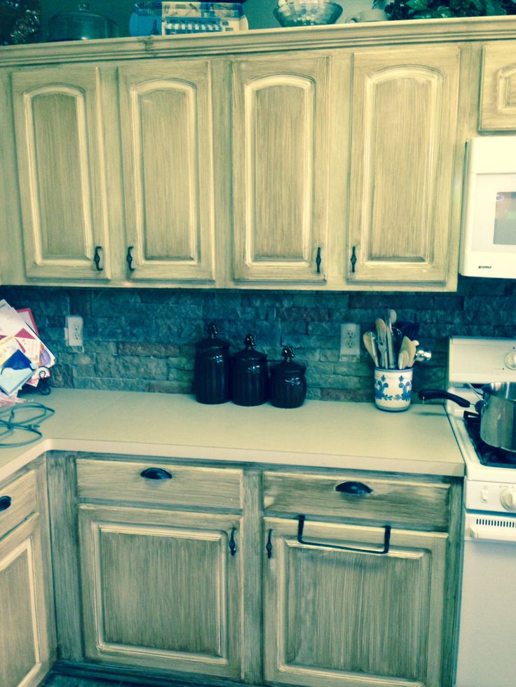 Check out how I added a new backsplash over my existing one using Airstone!