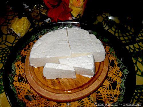 Τυρί αγαπημένο, τυρί ελληνικό! Σας δείχνουμε πως φτιάχνεται η φέτα βήμα βήμα με φωτογραφίες για να φτιάξετε τυρί φέτα στο σπίτι σας, μόνοι σας, όποτε θέλετε.