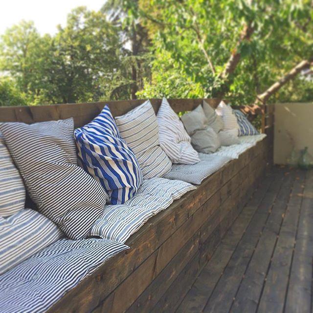 une salle de bain pur e terrace cushions and banquettes. Black Bedroom Furniture Sets. Home Design Ideas