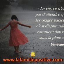 Citation de Sénèque : La vie, ce n'est pas d'attendre que les orages passent, c'est d'apprendre comment danser sous la pluie