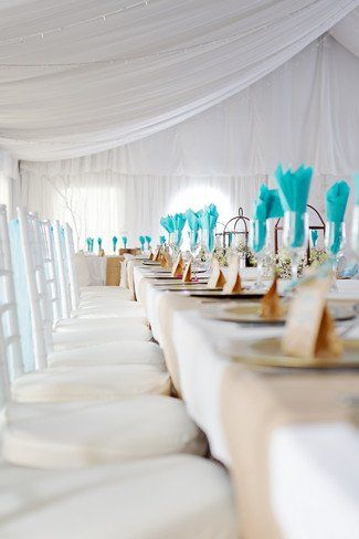 idées mariage turquoise blanc pliage serviette table mariage turquoise  carnet d'inspiration mariage mademoiselle cereza