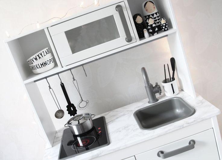 www.therez.se | #kidsroom #blackandwhite #kitchen #play #