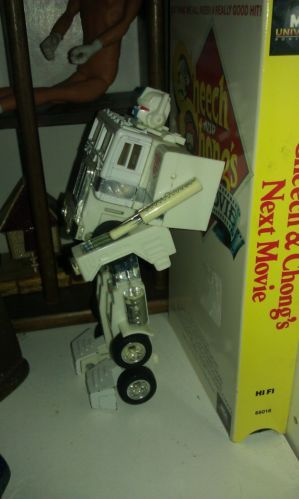 white transformer,toy,fun,truck,robot,great,vintage,good cond,collectible,nice