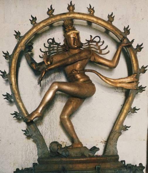 Шива Натараджа   — Владыка Танца. Шива именуется Космическим Танцором, так как его разрушительная энергия реализуется в момент танца: исполняя его, Бог уничтожает во Вселенной все старое и одновременно открывает новый цикл жизни.  У Шивы четыре руки, жест каждой из них имеет определенный смысл.  Фигура Бога обычно заключена в бронзовый ореол с язычками пламени, олицетворяющего Вселенную, в которой танцует Великий Бог — разрушитель и созидатель.