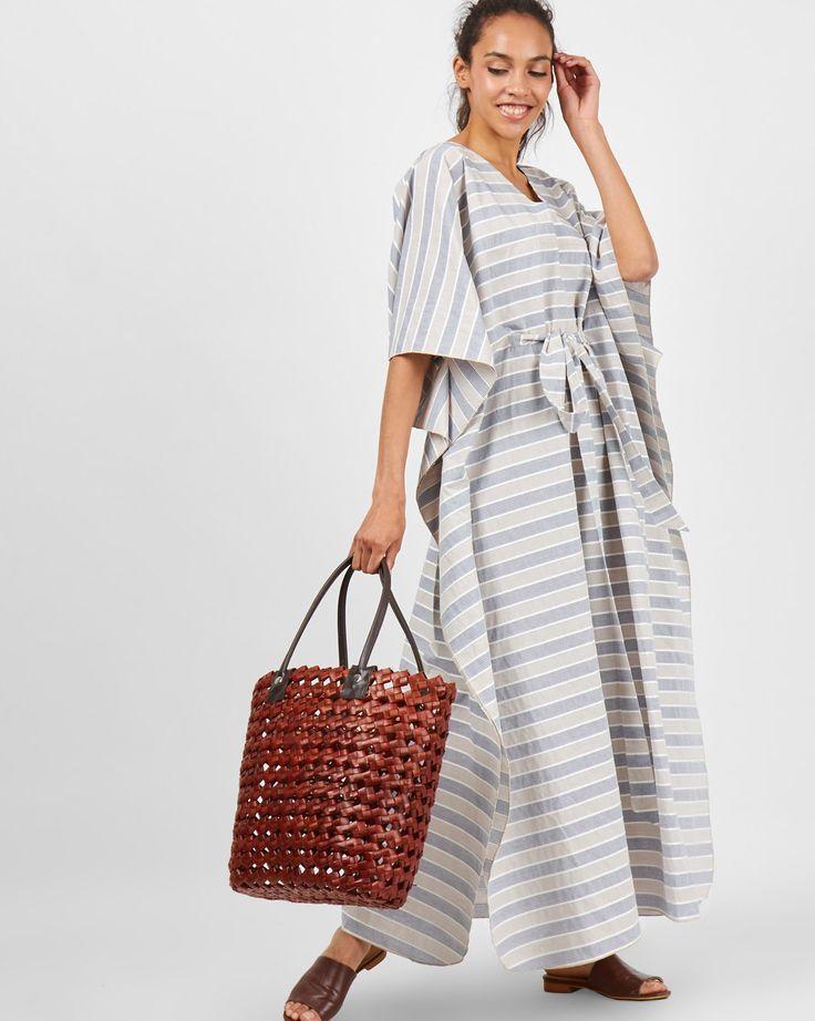 Платье-туника с V-образным вырезом горловины, съемный пояс. Сделано в России.