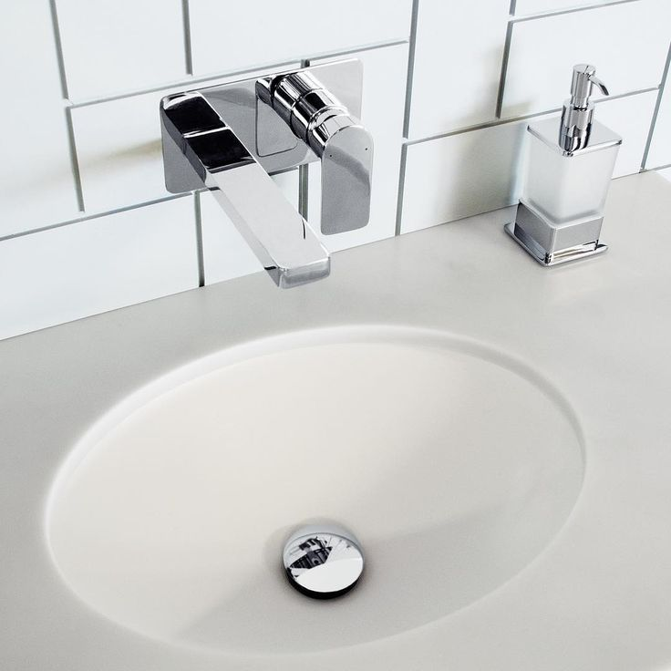 C L A S S I C  S T Y L E ✖️ Our Cosmopolitan Wall Basin Set and Soho Soap Dispenser in Chrome is a classic choice for timeless bathroom style. #jamiejtapware