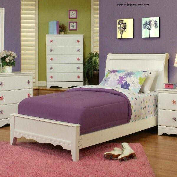 Tempat Tidur Anak Minimalis Modern TTA-002 terbuat dari kayu mahoni dengan finishing cat duco putih yang tampil meanrik dan fres pada kamar anak.