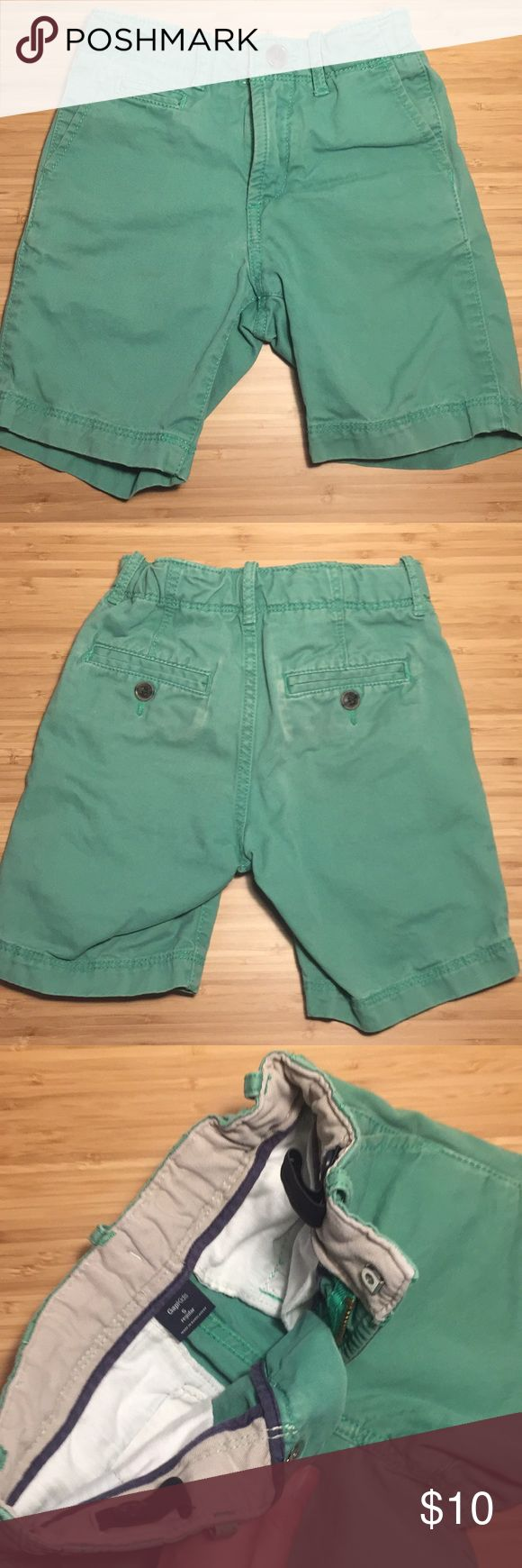 GAP Kids 5 Green Shorts These are a true Kelley green color. Size 5 regular. Gap kids shorts.   * I've got lots of boys clothes and would love to do a deal on a bundle! * GAP Kids Bottoms Shorts