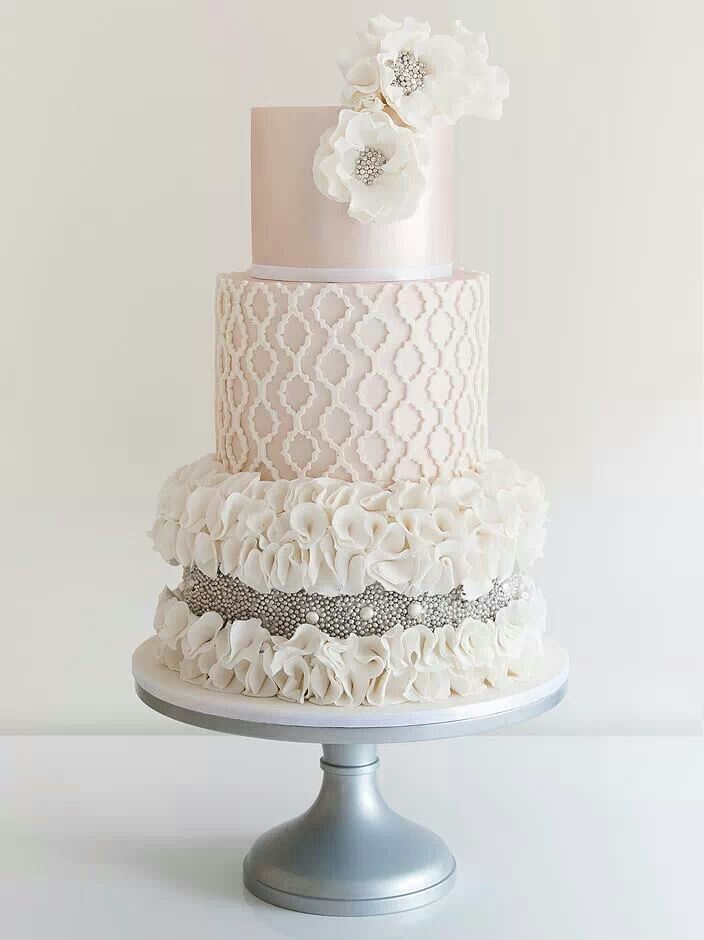 Pearly whites! How lovely is this cake from COCO cakes Australia? ?