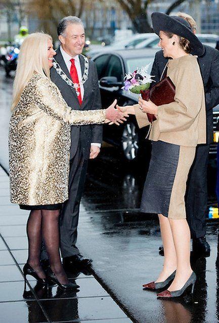 Королева Максима посетила новое здание Шмидт Zeevis