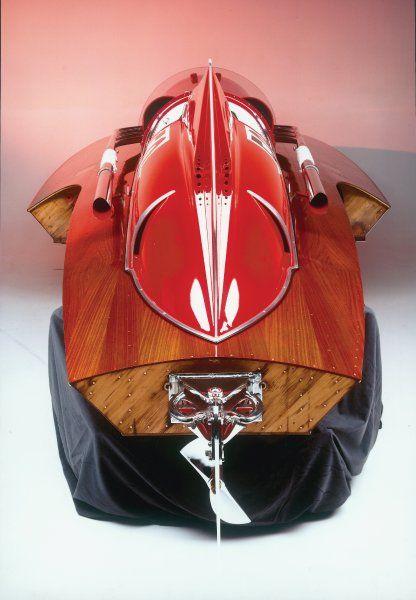 Klassische Form: Aus dieser Perspektive gut zu erkennen ist die für Speedboote...