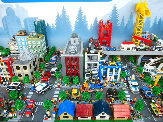 Surrounding the national giant dioramas of LEGO LEGO City truck caravan Exhibition in Makuhari Aeon may 2-5, Then deployed in shopping malls across the country are