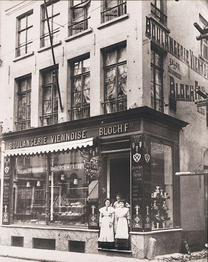 De Boulangerie Viennoise van de familie Bloch , die zich in 1899 vestigde in de #Veldstraat. Aanvankelijk omvatte hun bakkerij enkel het pand op de hoek met de Okkernootsteeg.