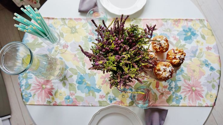 My home, flowers, mnit, white, table, white table, jadalania, biały stół,