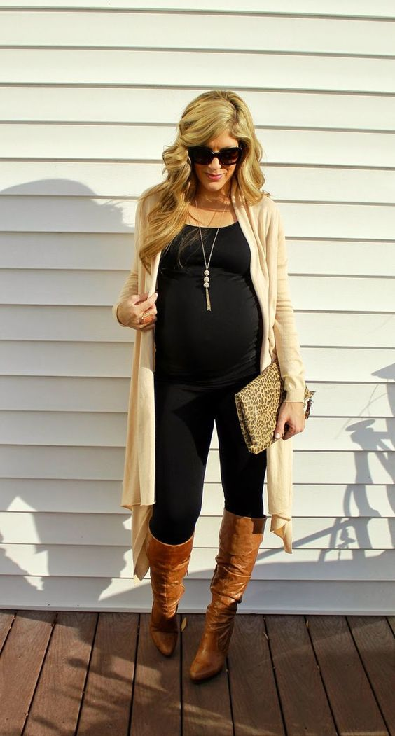 All black looks so cool! #maternitystyle #pregnancy #momstyle #mamastyle #fashion #pregnancylook Visit our website www.circu.net