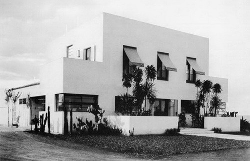 Casa Modernista, the first example of modern architecture in São Paulo was built by architect Gregori Warchavchik in 1928. It's currently part of the city's museum, hosting temporary exhibits.