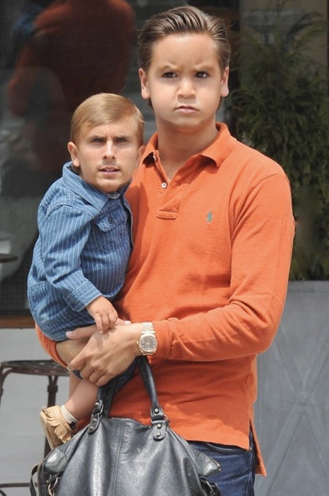 HAHHAHAHHAHHAHAHHAHAHAHHAHAHHAHAHAHHAHAHHAHAHHAHHAHHHAHAH I've been really into these face swaps lately!