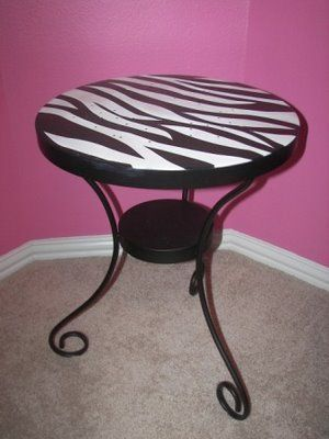 Pink, pink and Zebra = Girly Room!