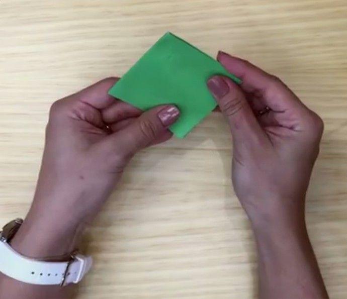 Como fazer origami: aprenda as dobraduras de um tsuru