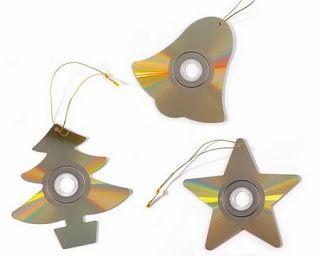 Cds reciclados y calados con formas navideñas