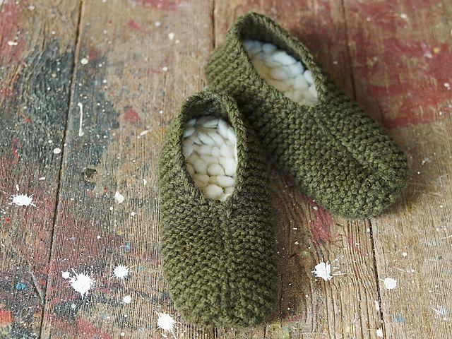 Ravelry: Retro Thrum Slippers pattern by Leigh Radford