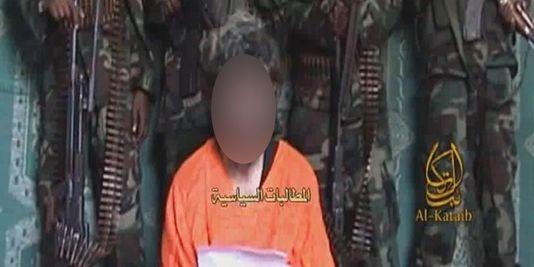 Capture d'écran de la vidéo diffusée le 9 juin 2010 dans laquelle apparaît l'otage français Denis Allex. | Site Intelligence Group
