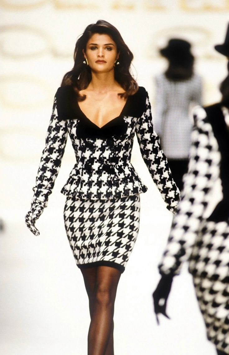 Helena Christensen Oscar de la Renta Fall/Winter 1992