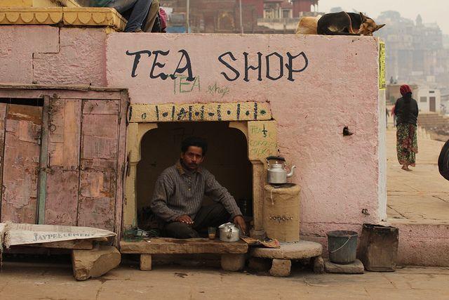 India, Ganges Tea Shop - Jen van Blerk