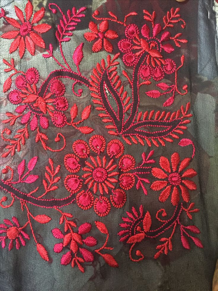 Chikan is a traditional yet beautiful embroidery style from Lucknow. Believed to have been introduced by Nur Jehan, the wife of Mughal emperor Jahangir, it is one of Lucknow's best-known textile decoration styles. #Craftyhaat #Embroidery #Chikan Lucknow, Uttar Pradesh Ministry of Textile Handmade Art