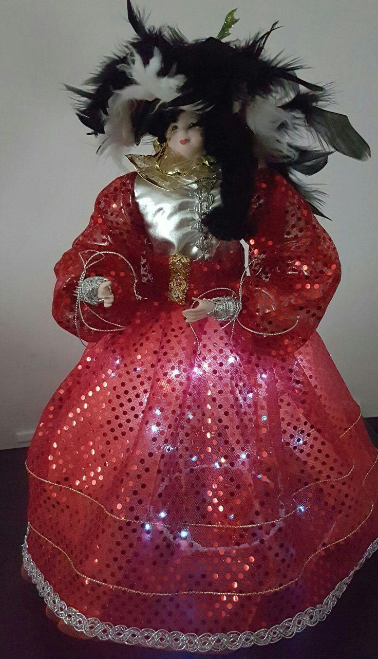 Muñeca con luces navideñas