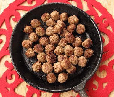 Snabblagade köttbullar utan mjölk, ägg, soja, gluten och vete. Den härliga smaken får du av kryddpeppar och torkad oregano som blandas ner i smeten före du formar och steker små köttbullar.