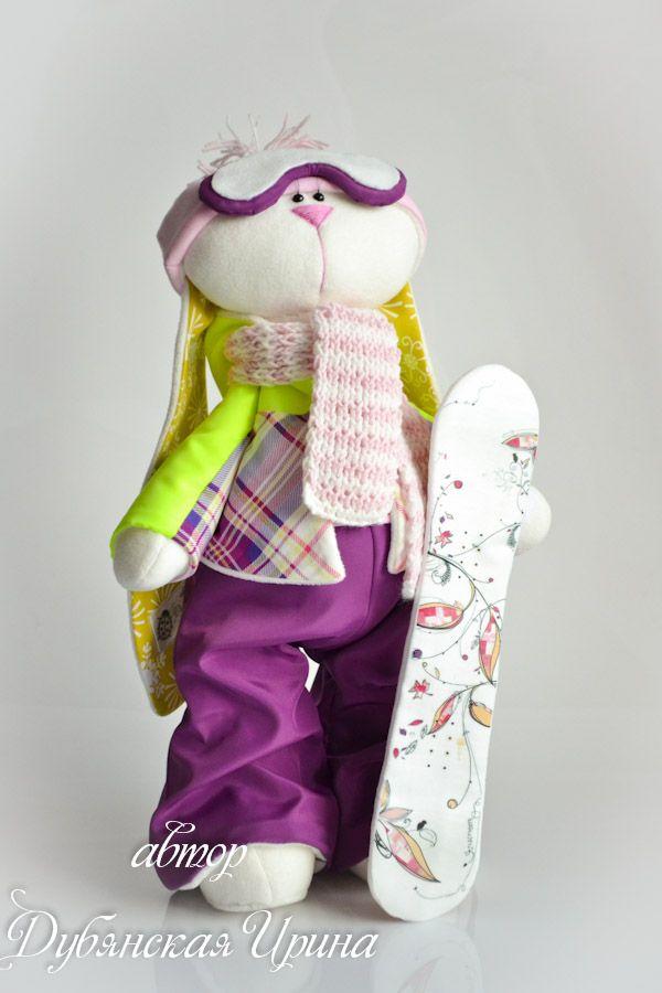 Девочка-сноубордистка)))   Заказ выполнен по фотографиям и описанию хозяйки :)   Сноуборд текстильный с транферной наклейкой.   Куртка и ш...