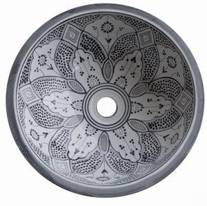 """Har kollat lite på handfat senaste dagen. Har blivit lite småkär i detta marokanska handfatet. Jag ville hitta """"skål"""" handfat med lite roliga mönster i för att leka till det lilla badrummet lite…"""