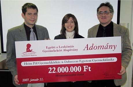 Az Eyütt a Leukémiás Gyermekekért Alapítvány 2007. január 11.-én 22.000.000 Ft-os adományt adott át a Heim Pál Gyermekkórház és a Debreceni Egyetemi Klinika onkológiai osztályának 2 db, gyermekonkológiai sürgősségi betegszállító mentőautó megvásárlásához.  A daganatos gyermekek gyógyítása során életmentő szerepe van a speciális körülményeket biztosító és időben történő szállításnak.