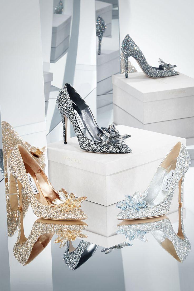 """Einmal in Cinderellas Schuhe schlüpfen? Dieser Traum wird jetzt Realität – mit Schuhen von Jimmy Choo. Das Label launcht eine """"Cinderella""""-Kollektion."""