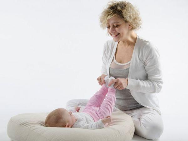 Baby yoga per stipsi e coliche