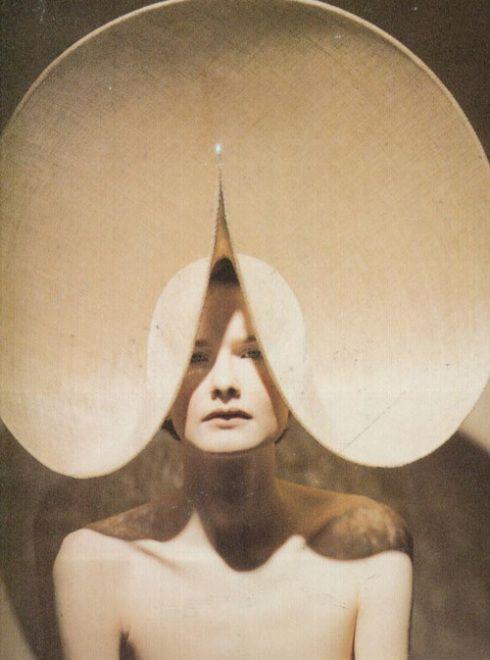 Visionaire, 1998 Photographer : Marcus Tomlinson Model : Linda Byrne