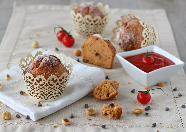 Muffins dolci al pomodoro, nocciole e cioccolato fondente - di Papilla Monella #fuudly #ricette