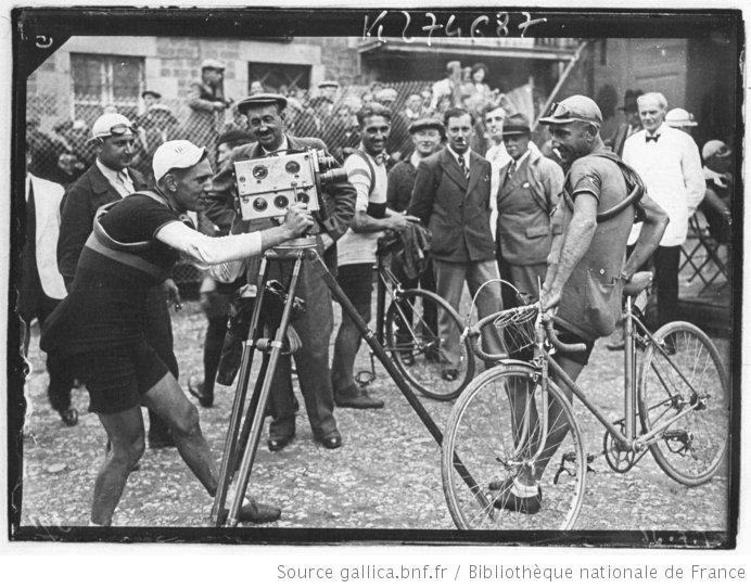 [Recueil. Tour de France cycliste de 1936. Journée du 01 août. 20e étape Angers-Vire (matin) et le contre la montre Vire-Caen (après-midi)] : [lot de photographies de presse] / [Agence Meurisse ?] - 9