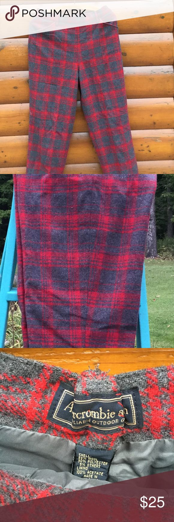 """VTG WOOL/lined PLAID TROUSER, ABERCROMBIE 🍄Sz4/6 🌅Great vintage wool trousers with very flattering pockets💋please see photos they have been """"taken in """", as in photo shows, Recommended dry cleaning since I live in an area where there is no such thing and they've been stored for years.....NO BITES, HOLES OR RIPS., though the tag says 8,...very,very small, that's why I state 4/6🍂 Abercrombie & Fitch Pants Ankle & Cropped"""